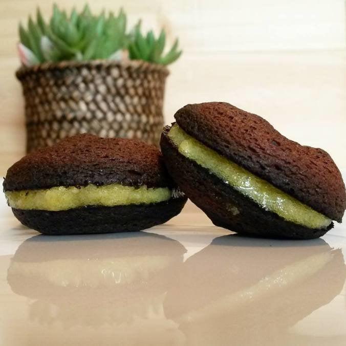 Healthy & Tasty:  Cacao macaron with lemon custard
