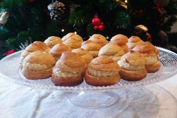 Pastelitos navideños con crema de anacardos y naranja
