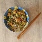 Un toque oriental: Arroz integral salteado con verduras y gambas