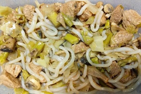 Estofado de ternera con verduras y noodles de konjac
