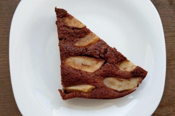 Tarta de trigo sarraceno con cacao y peras
