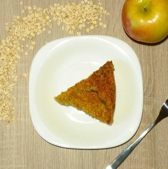 Breakfast cake: with apple, carrot and oats