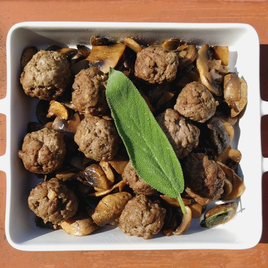 Veal meatballs with mushrooms, leeks and salvia, no added fats