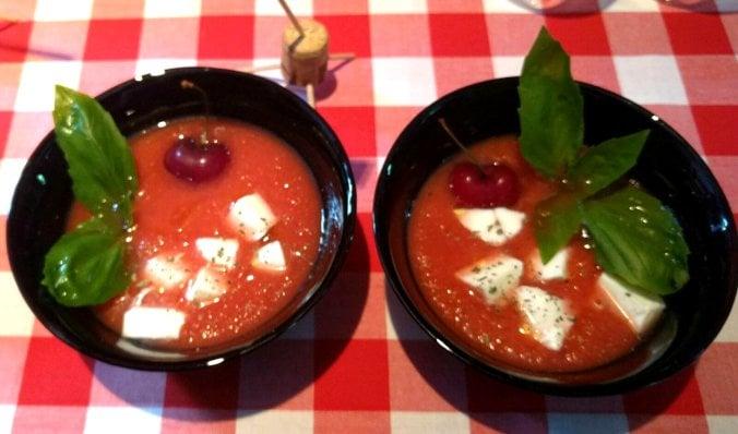Gazpacho de cerezas con mozzarella