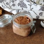 Raw vegan chocolate mousse: a fresh and healthy snack