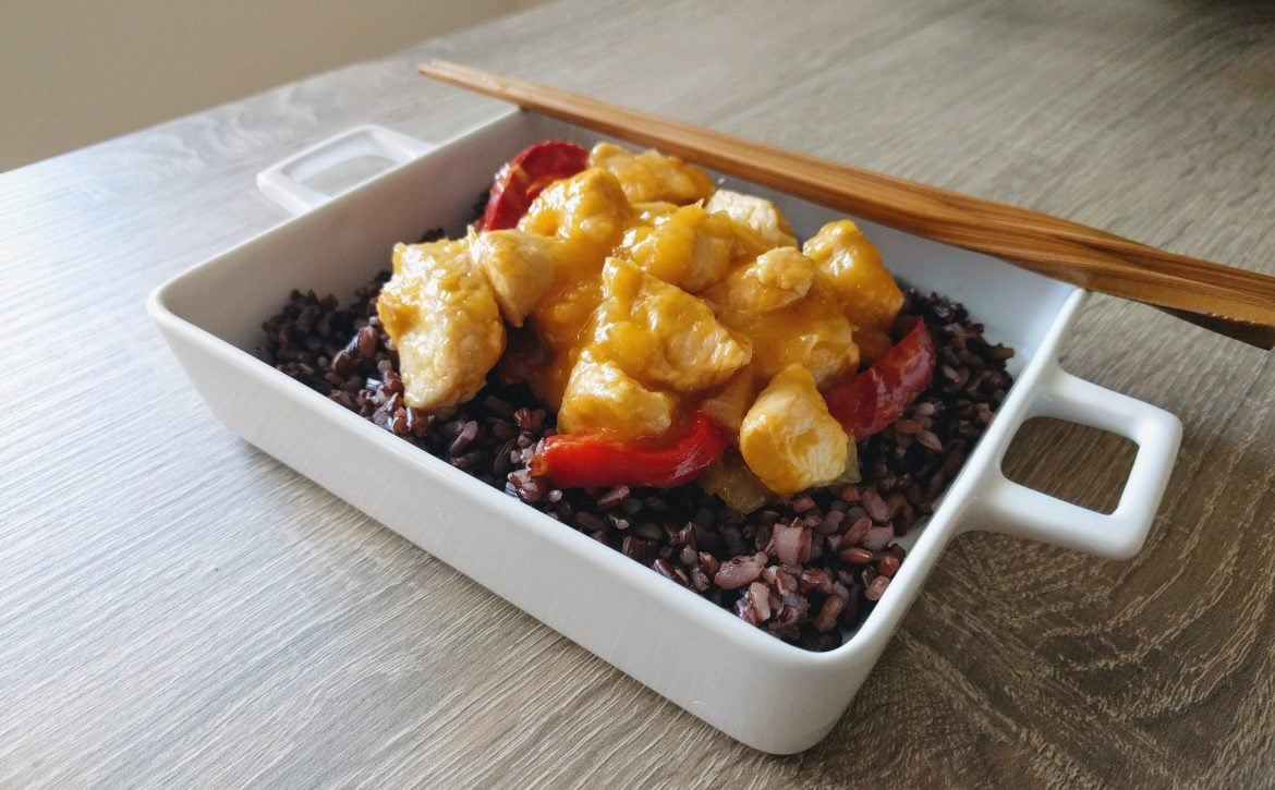 Chicken thai with mango: an exquisite oriental dish