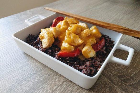 Pollo thai con mango