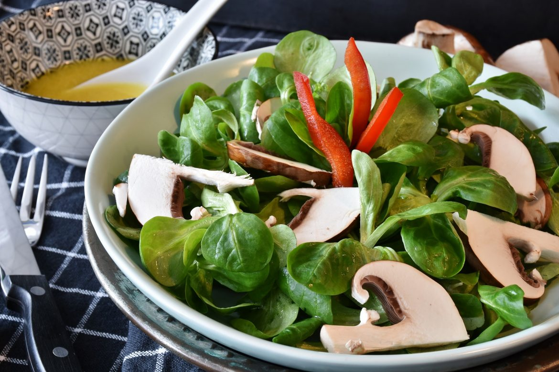 Salad with mustard & false honey vinaigrette