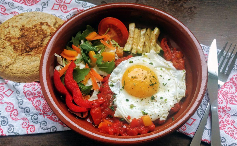 Huevos rancheros con verduras y gordita con semillas (5 de Mayo)