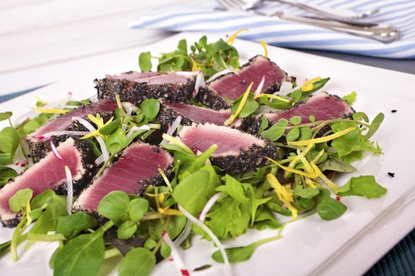 Tuna tataki with black sesame