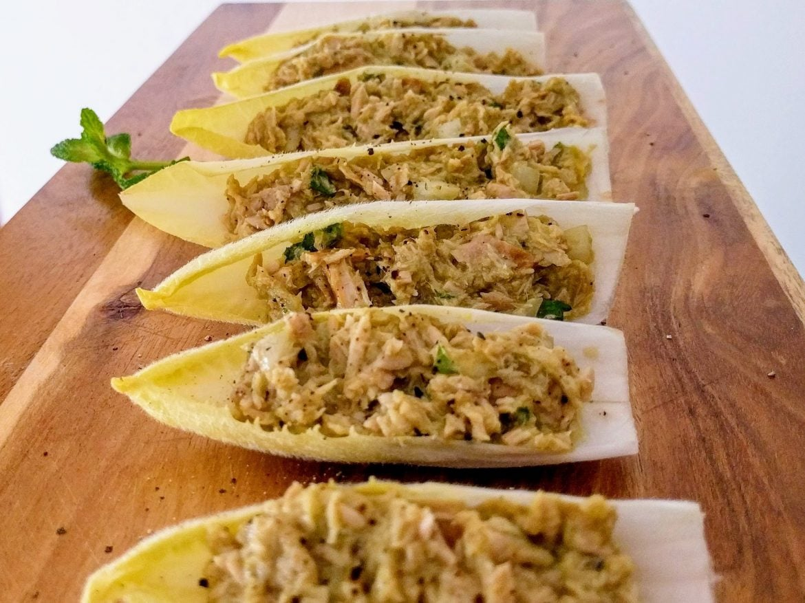 Endive leaves stuffed with tuna
